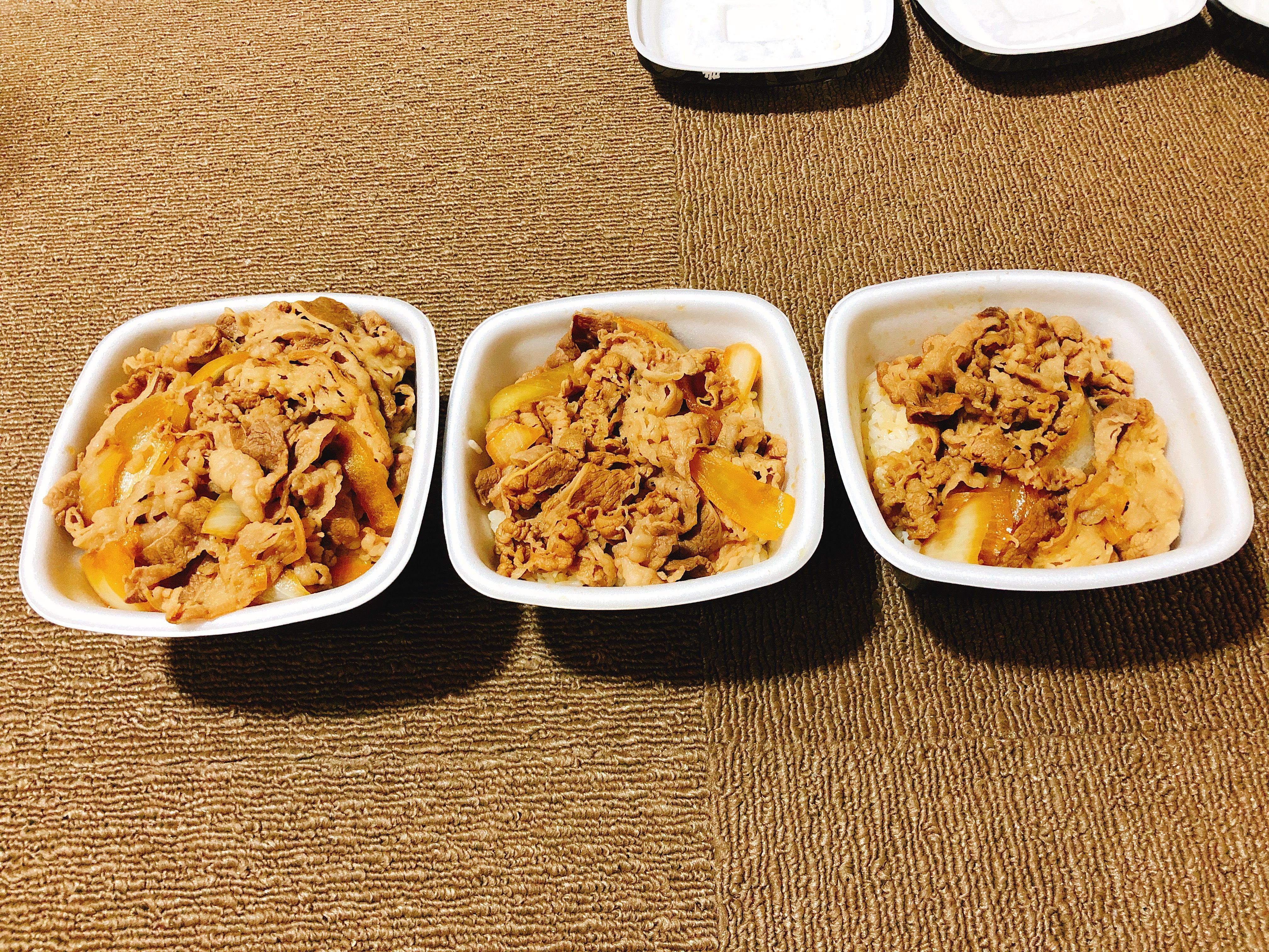 吉野家の牛丼『超特盛』『並盛』『小盛』