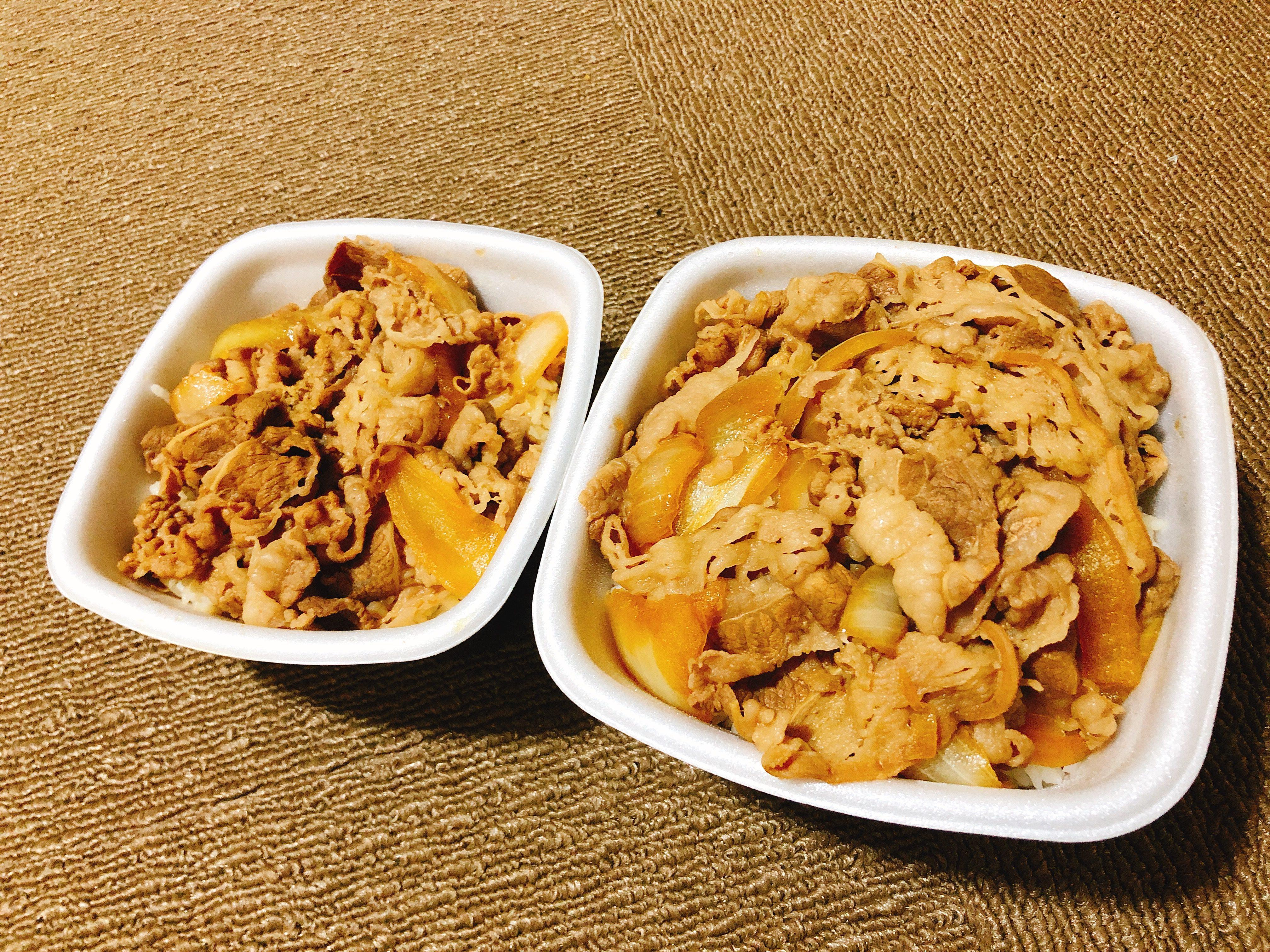 吉野家の牛丼『超特盛』と『並盛』の比較