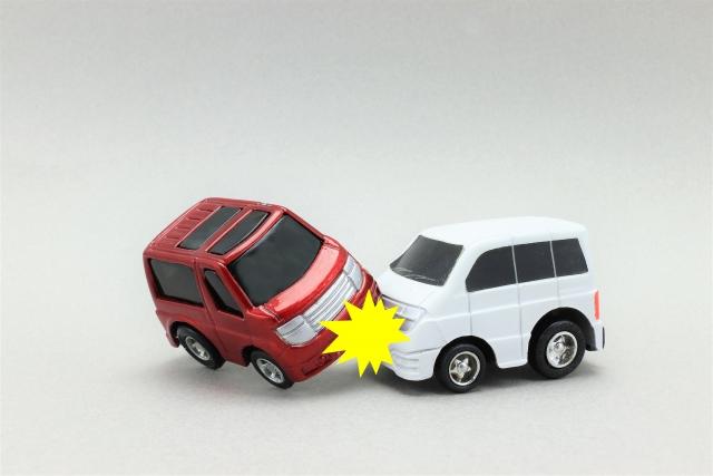 運転中に交通事故を起こしてしまったときの対処方法